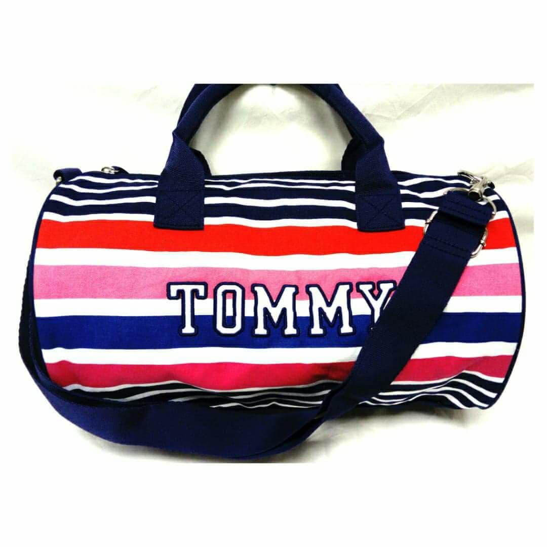 f8b560569dcac Mini Bolso Tommy Hilfiger Duffle 0497. Inicio   Accesorios   Mochilas y  Bolsos.  27.990